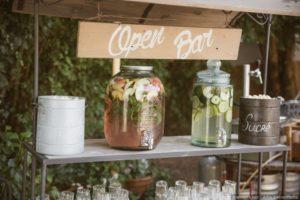 image indiquant une pancarte de open bar à un mariage